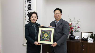 Chancellor Mizuta and Director Huang Huaming