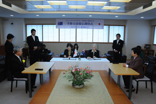 Signing of the Agreement with the attendance of Professor Chen Naifang and Professor Nozawa