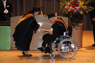 Presentation of the honorary doctorate to Murai Takashi