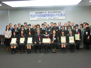 Commemorative photo with participants
