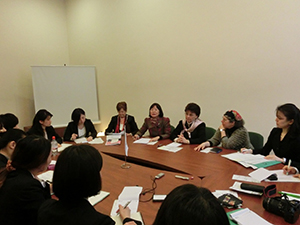 Recipients of the Noriko Mizuta Scholarship for Women Leaders surround Rector Sándor-kriszt for an interview March 2013