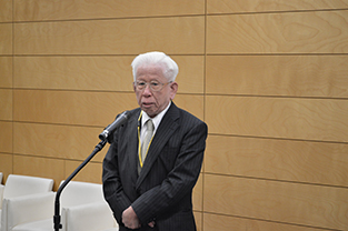 Hosei University Advisor on Academic Affairs, Tadao Kiyonari speaks at the reception