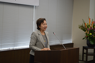 Chancellor Mizuta greets the audience