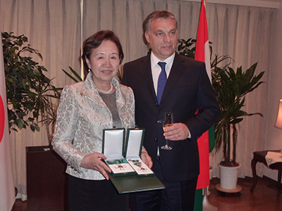 Chancellor Mizuta receives Medal of Honor from the Hungarian Prime Minister