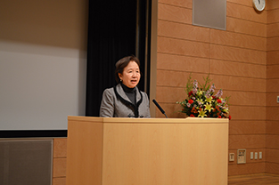 Chancellor Mizuta provides introductory remarks