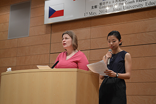 Ambassador Fialková explains the rules of the competition