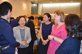 Chancellor Mizuta and Ambassador Fialková interact with students