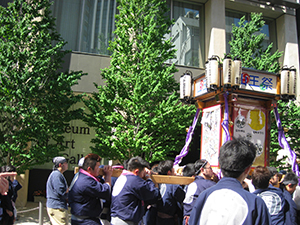 Carrying the Hirakawacho 2nd ward shrine 4