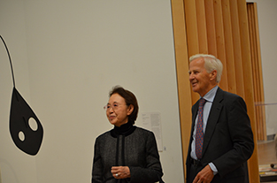 President Falkman of Svensk-Japanska Sällskapet and Chancellor Mizuta looking at modern paintings