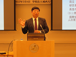 President Xiu gives his lecture
