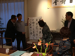 Presentation of commemorative calligraphy from the Chinese side