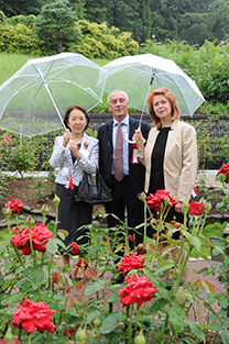 Mr. and Mrs. Ambassador Vassilev with Chancellor Mizuta at the rose garden