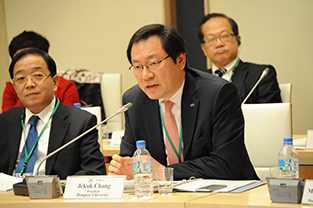Dongseo University President Jekuk Chang addresses the other participants