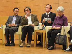 Xi Chuan speaks at the event (second from the left)