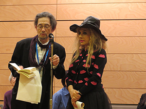 Mr. Yoshimasu (left) gives a reading with the singer Marilia