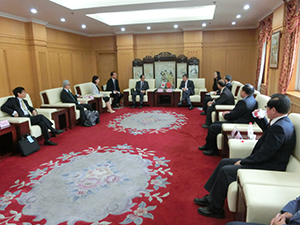 Meeting with Party Secretary Wang Hansong at Dalian University of Science and Technology